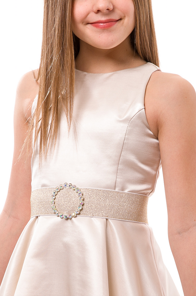 Accessorize an outfit with one of Un Deux Trois gorgeous belts to dress anything up! Pair it with a cute dress or skirt and top combo to add a cinched waist, or contrast color for shoes.