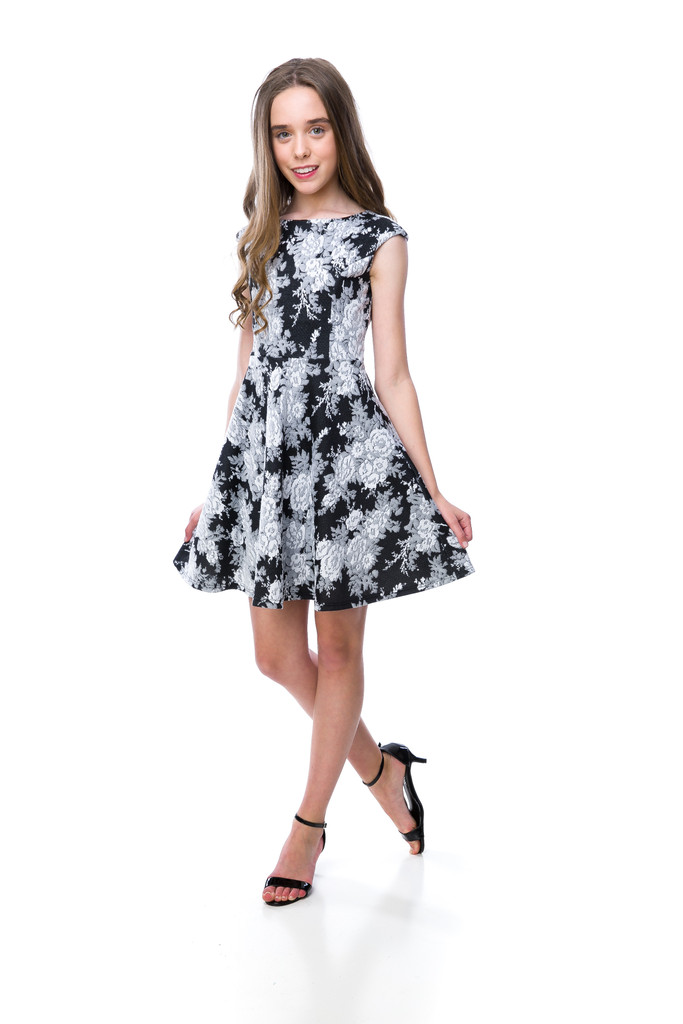 Tween Girls Black and White Floral Cap Sleeve Dress full length.