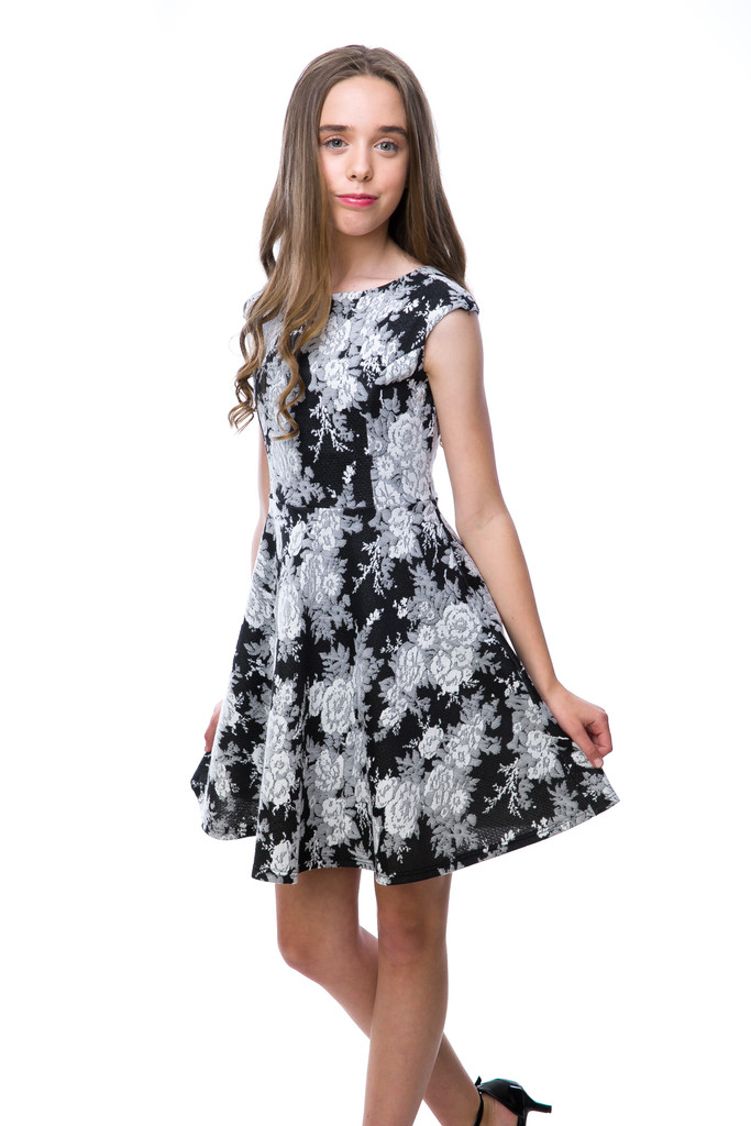 Tween Girls Black and White Floral Cap Sleeve Dress close up cap sleeve detailing.