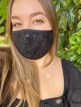 Covid-19 facemask in sequin black.