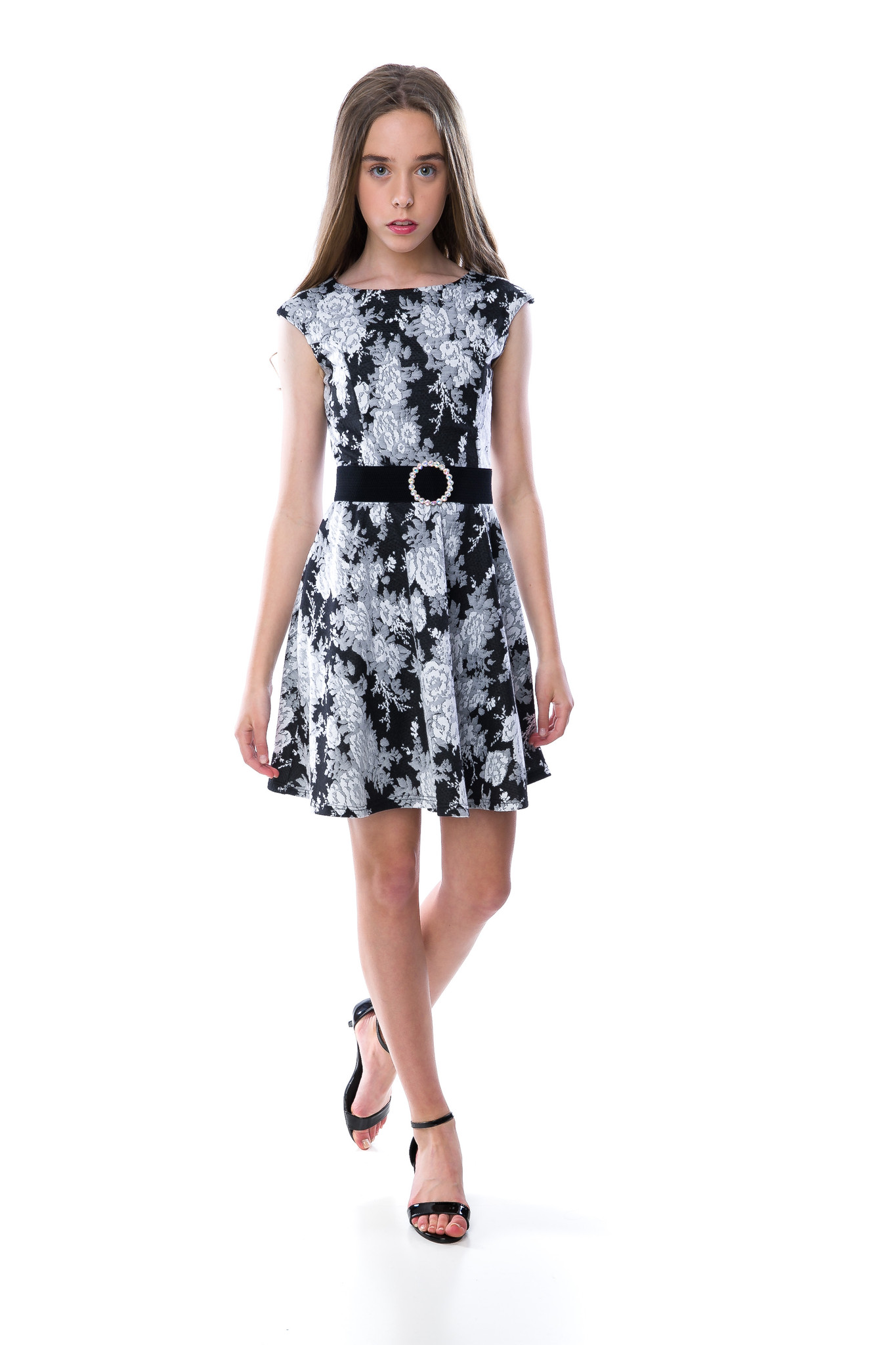 Tween Girls Black and White Floral Cap Sleeve Dress with belt.