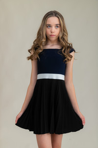 Tween Girls Pleated Navy Color-Block Dress with Cap Sleeve close up shot.