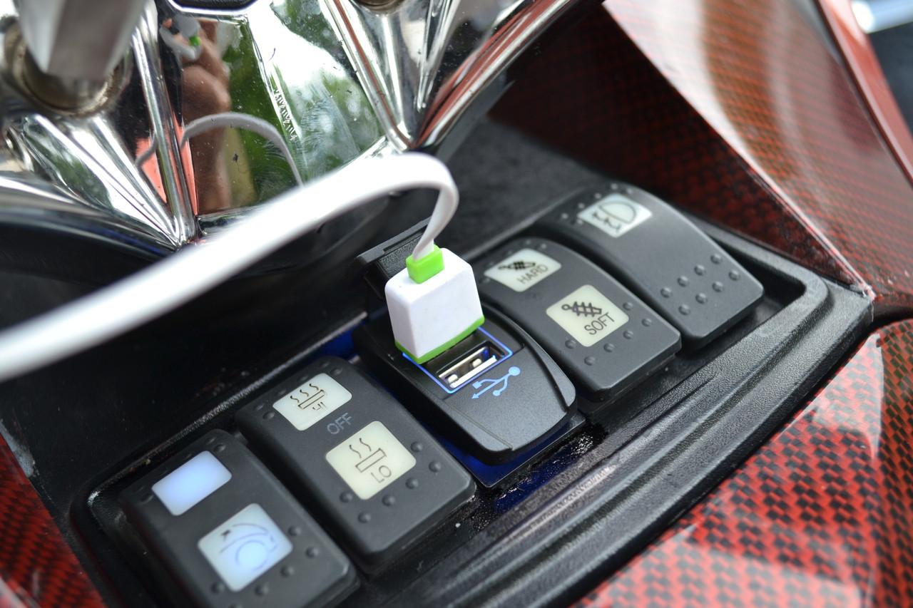 Chargeur double USB pour  RT - ST