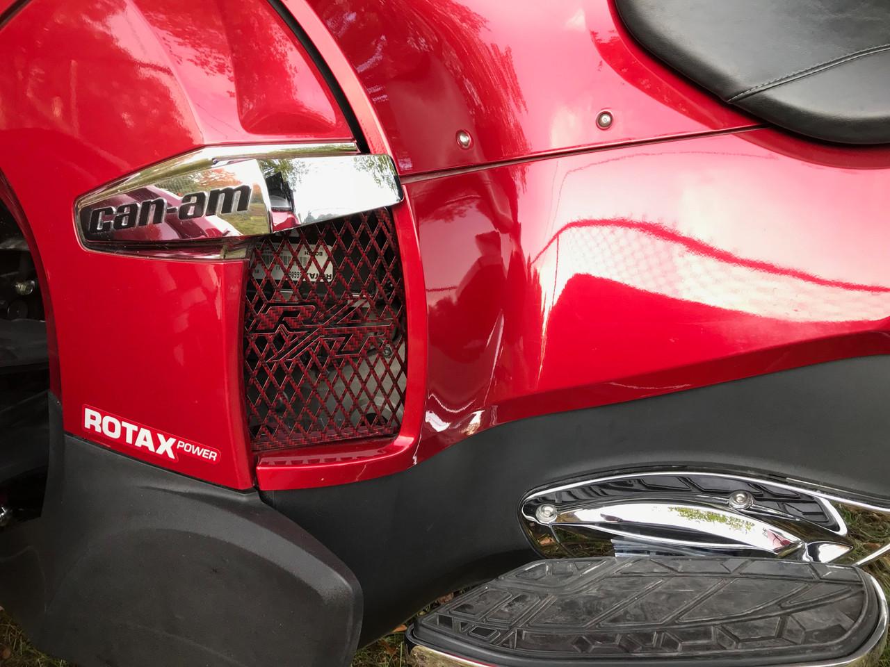 Grilles de côté pour série RT - Carbone Rouge Intense - Logo RT