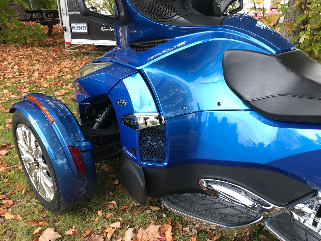 Grilles de côté pour série RT - Carbone Bleu Oxford - 2 Logos RT