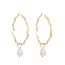 ISLA HOOPS WITH PEARLS CHARMS