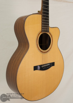 Eastman AC712C Acoustic/Electric Guitar - Natural (Used)   Northeast Music Center Inc.