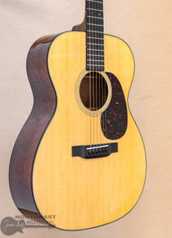 Martin Standard Series 000-18 Acoustic Guitar | Northeast Music Center Inc.