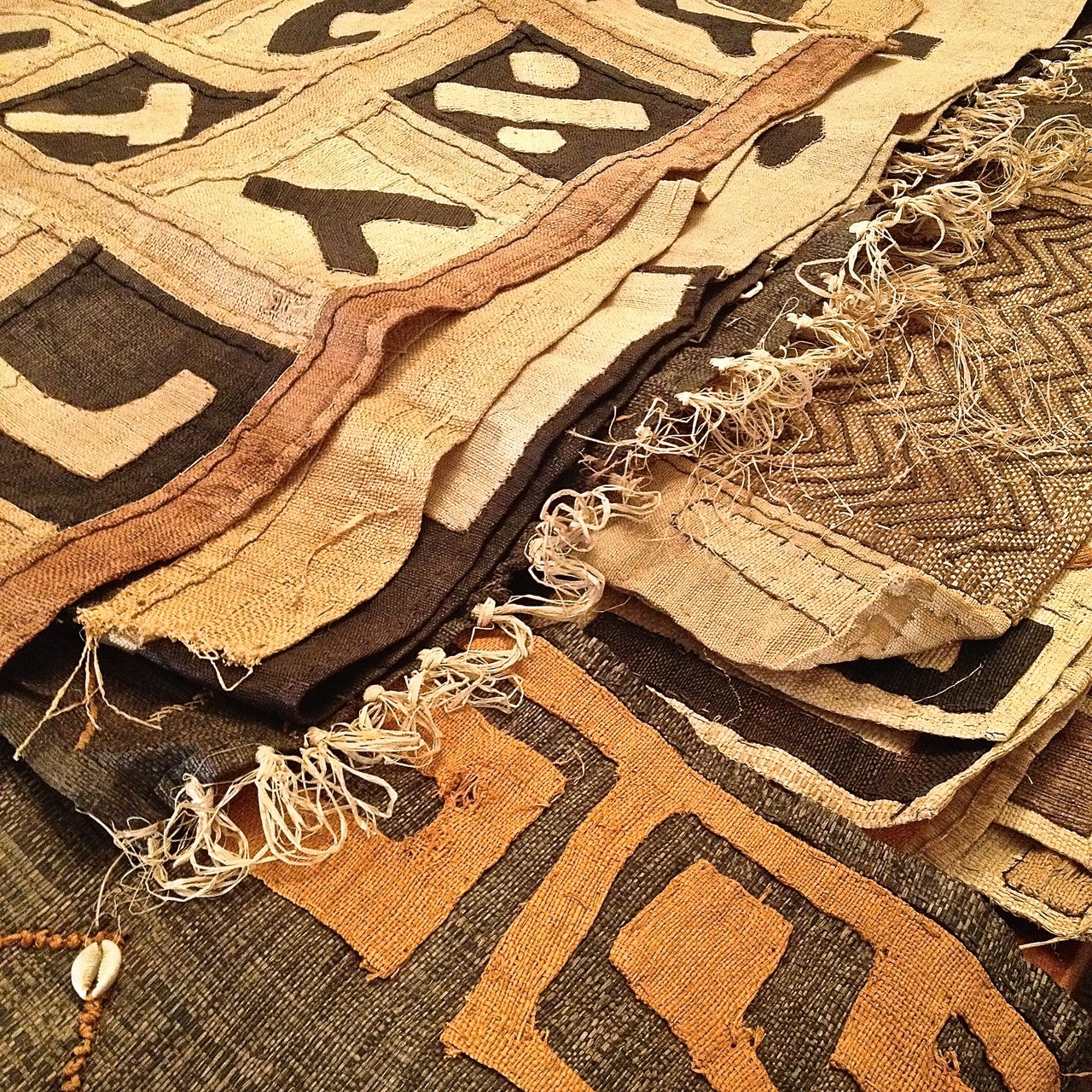 ntshak-raffia fabrics kuba congo-textile decoration-furnishing Africa 273cm x 52cm