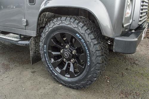 Terrafirma Defender 16x7 Gloss Black Iconic Alloy Wheel - LR025862