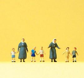 Preiser 79211 N Scale Protestant Sisters/Chldrn