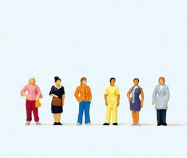 Preiser 79222 N Scale Standing Women