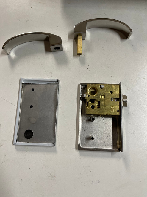 Shower Door Latch Handle (L-in R-out)