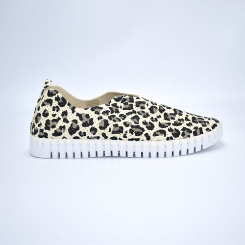 SLIP ON LEOPARD SHOE