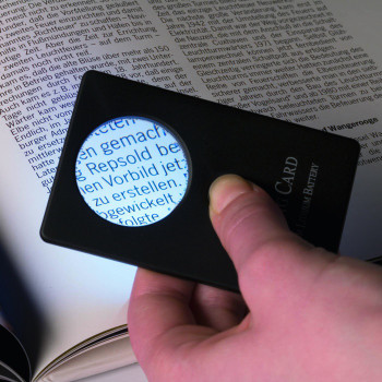 CREDIT CARD SIZED WALLET MAGNIFIER 3x WITH LED