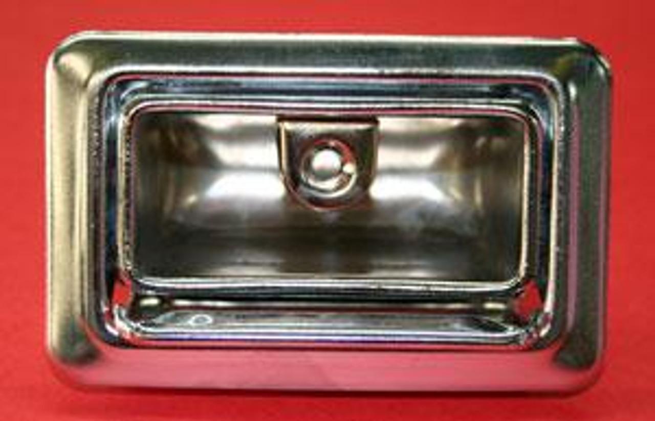 1968-72 Rear Ash Trays, Convertible (PR)
