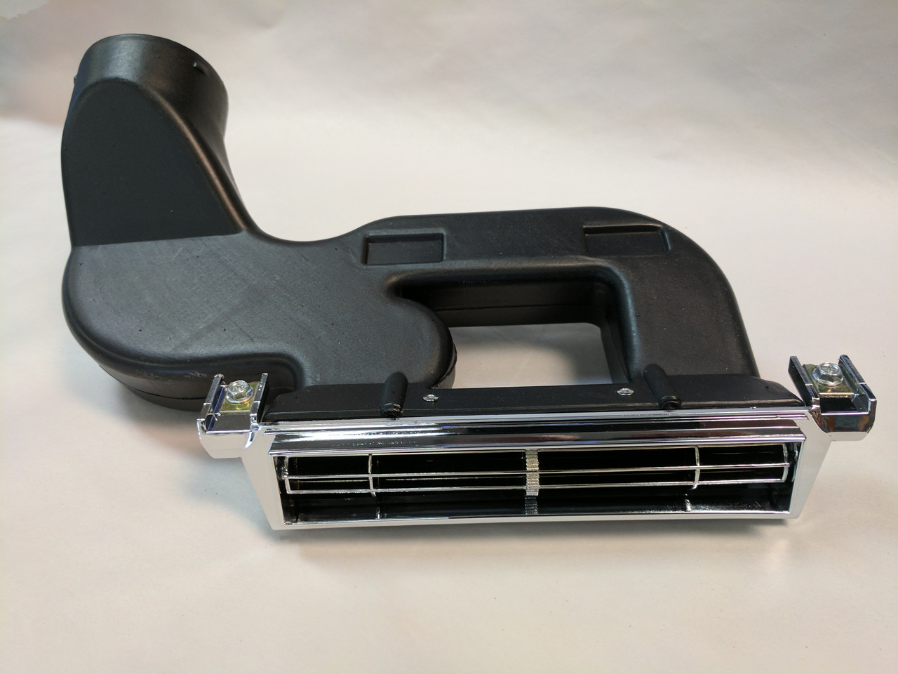 1966-67 Chevelle Center AC Dash Vent Assembly (Center Vent, w/ Air Conditioning)