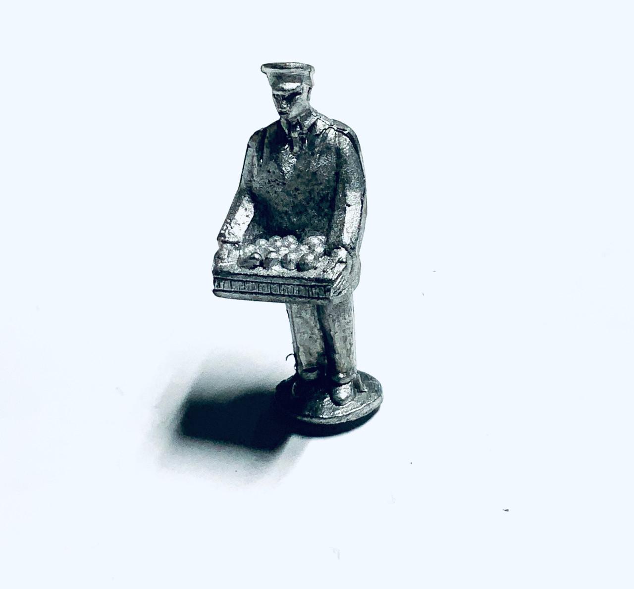 48-1252 Man with Food Tray Figure FKA Keil Line O scale