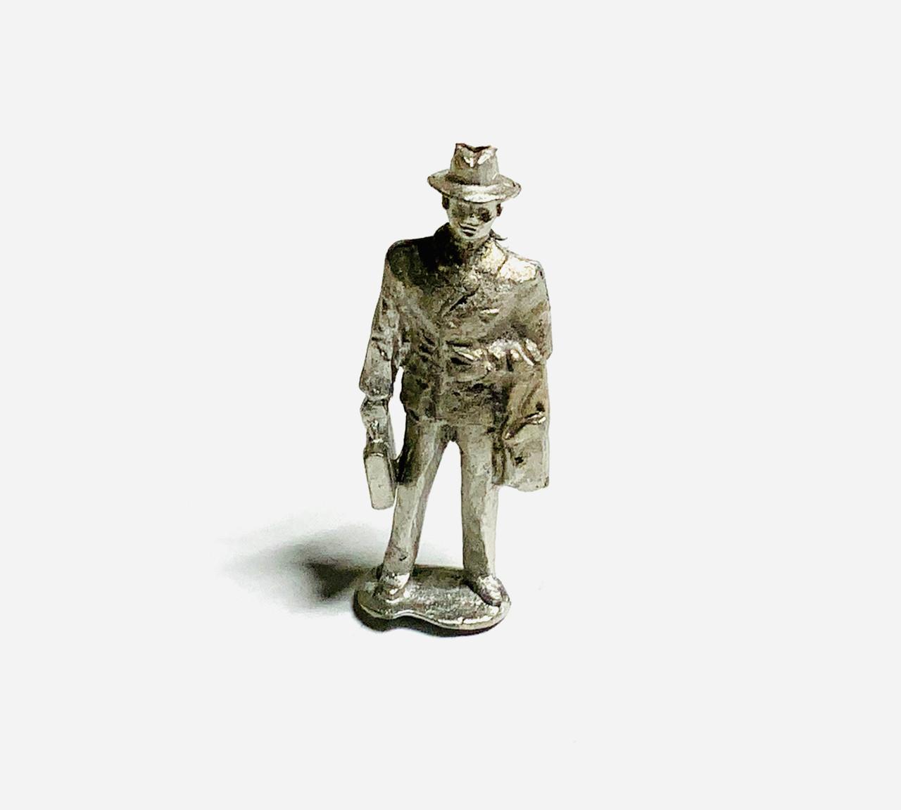 48-1263 Man with Briefcase Suitcase Figure FKA Keil Line O scale