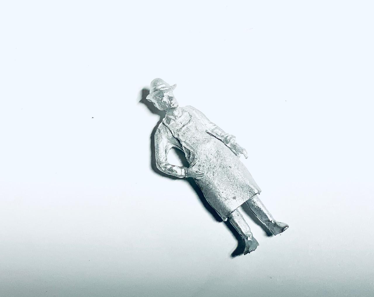 48-1390 Man in Apron Barkeep Blacksmith Figure FKA Keil Line O scale