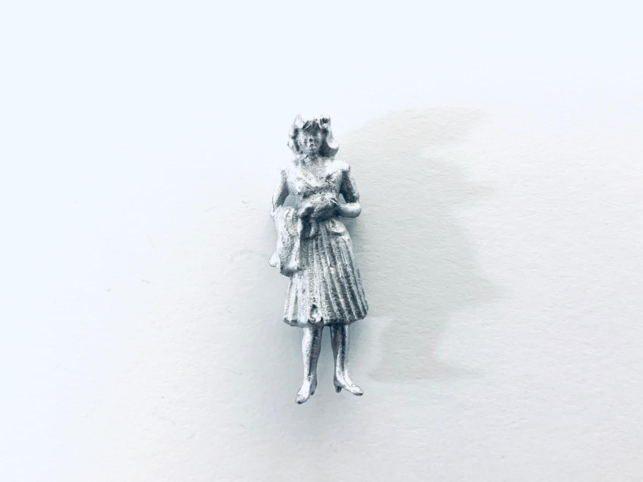 48-1402 Woman in Dress w/ Hands Together Figure FKA Keil Line O scale