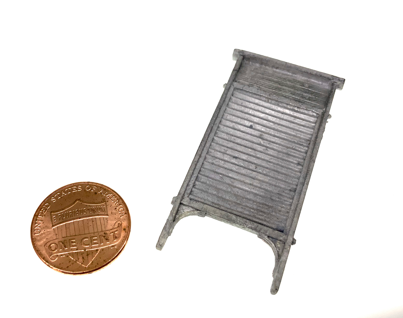 MM-10 Washboard Laundry Dollhouse Miniature