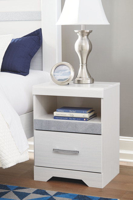 Jallory White One Drawer Night Stand