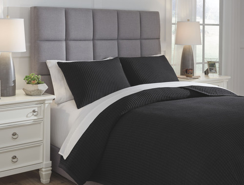 Thornam Black Queen Coverlet Set