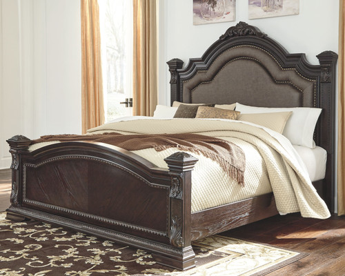 Wellsbrook Dark Brown Queen Poster Bed