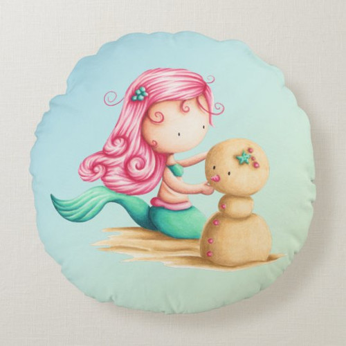 Cute little mermaid playing with sand Round Pillow