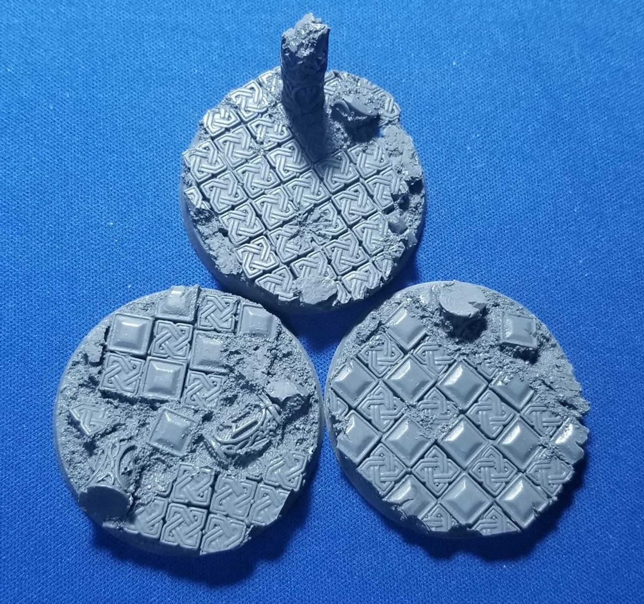 Elriks Celtic Ruins Round Bases - 50mm - Round - 3 Pack
