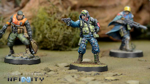 Infinity Chasseurs - Rifle / Flamethrower - Ariadna