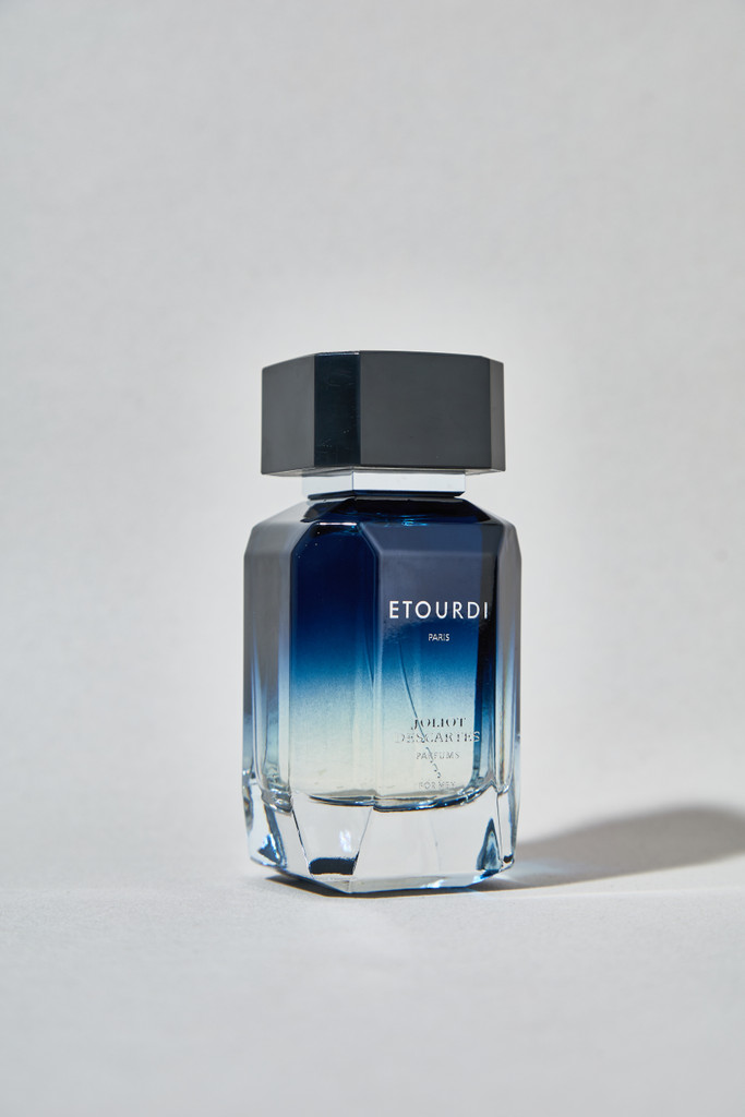 Etourdi for Men: Invigorating citrus top notes with a deliciously spicy touch of Peppermint. Floral notes of Geranium open up at the heart, delicately combined with tasty Watermelon. The warm, woody base notes blend harmoniously with Musk, Amber, and Rosewood.