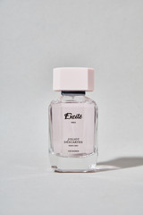 Excité for Women: Soaring fruity top notes of Italian Lemon, Blackcurrant, Pear and Pineapple give the way to a fresh, delicately floral heart with notes of Lily of the Valley, and Jasmine enhanced by Peony and Green Apple. Powerful and sensual, the base opens up with warm notes of Lebanese Cedar, Tree Moss, Amber, and White Musk.