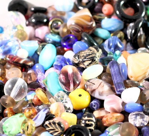 Approximately 650 Glass 4-8mm Speckled Beads Mix of Shapes /& Sizes