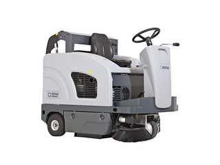 Advance SW4000 Battery Rider Sweeper