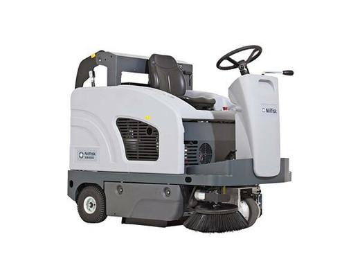 Advance SW4000 w/ Dust Guard Battery Rider Sweeper