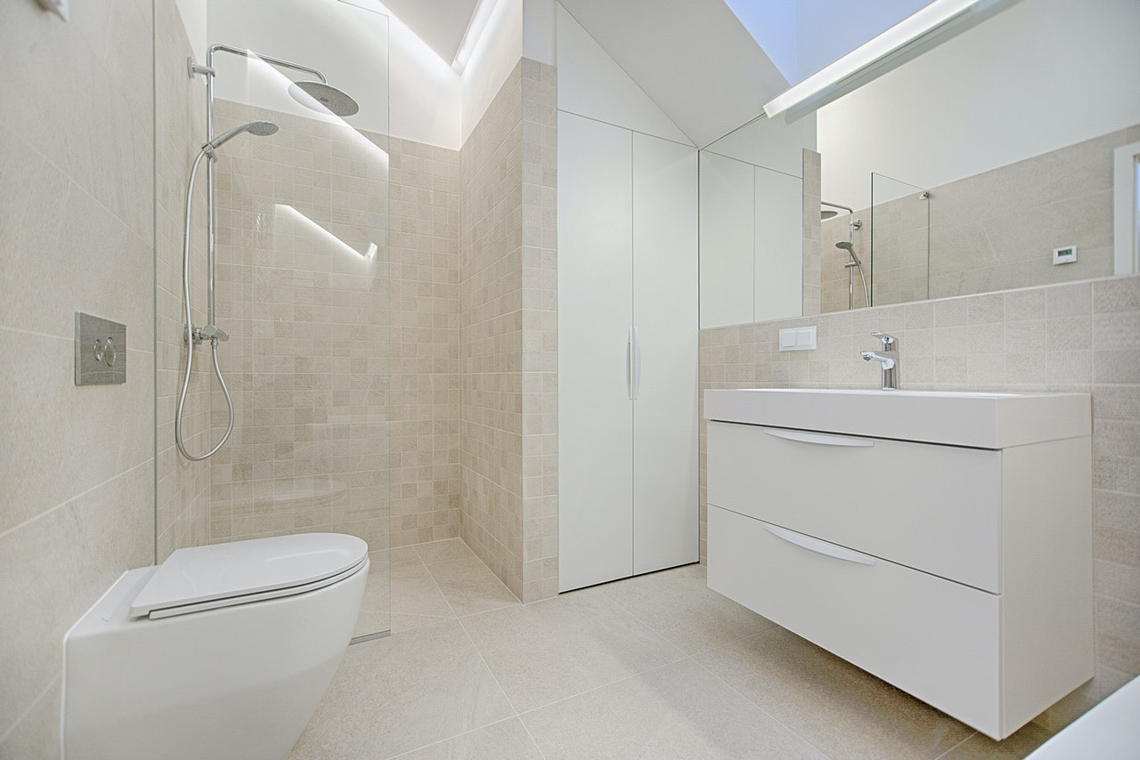 How To Renovate A Small Bathroom On A Budget Renovation D Bathroom Kitchen