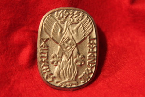 19350 hitler youth tinnie/badge in gold