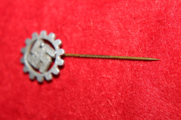 german DAF member stickpin