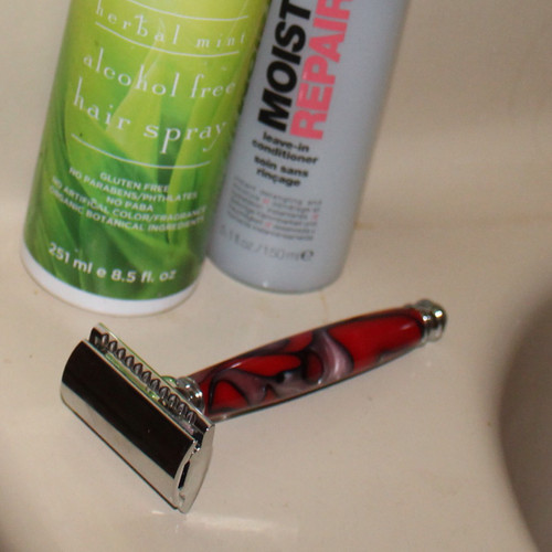 Safety Razor in Chrome with Red Swirl Handle