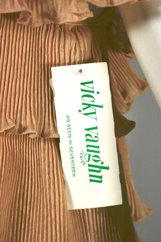 Never worn 1970s maxi dress ruffled off the shoulder gold polyester S-M