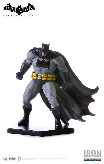Batman Ikon Collectabl Catwoman On Light-Up Bat-Signal Limited Edition Statue