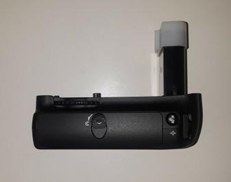 Nikon MB-D200 Multi-Power Battery Pack (BRAND NEW!)
