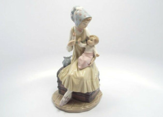Lladro 5140 Feeding Her Daughter Porcelain Figurine | Hand Made in Spain (New!)