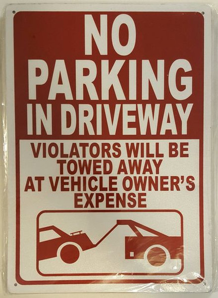 NO PARKING IN DRIVEWAY VIOLATORS WILL BE TOWED AWAY AT VEHICLE OWNER'S EXPENSE Signage