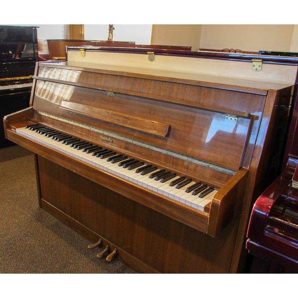 Baldwin Baldwin E141 Walnut HG Studio Piano