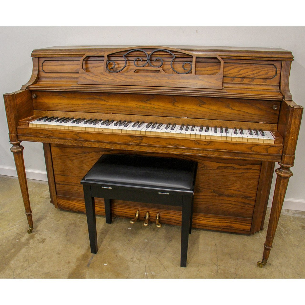 Yamaha Yamaha M202 Walnut Console Piano