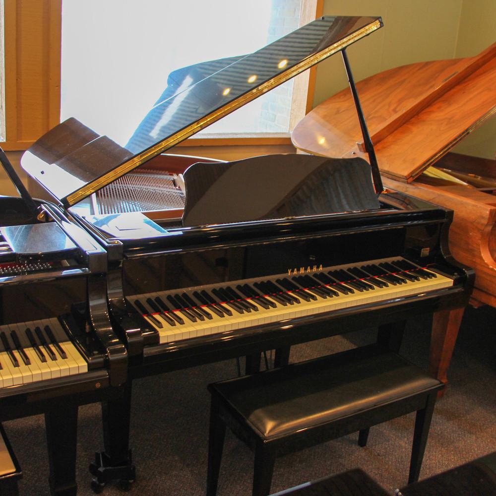 Yamaha Yamaha G1A Baby Grand Piano or Polished Ebony 411