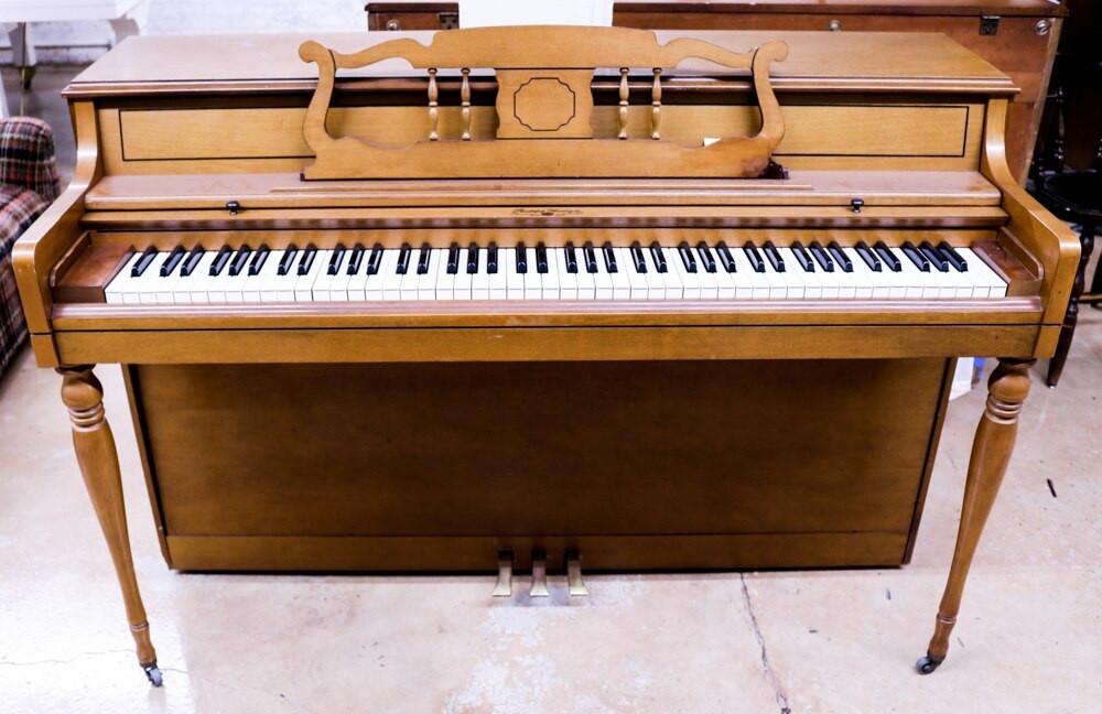 Wurlitzer Wurlitzer Light Oak Spinet Piano w/ Bench
